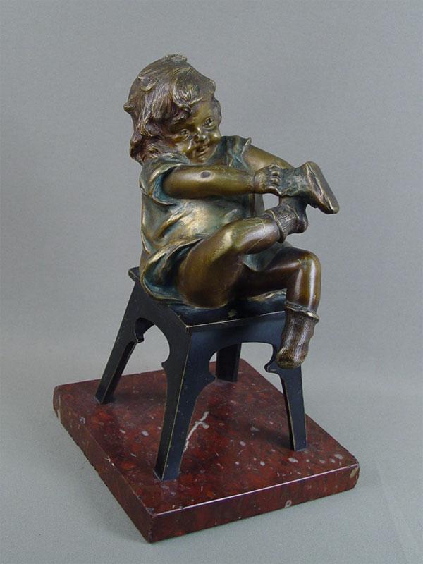 Антиквариат. «Девочка на стуле» бронзовая скульптура