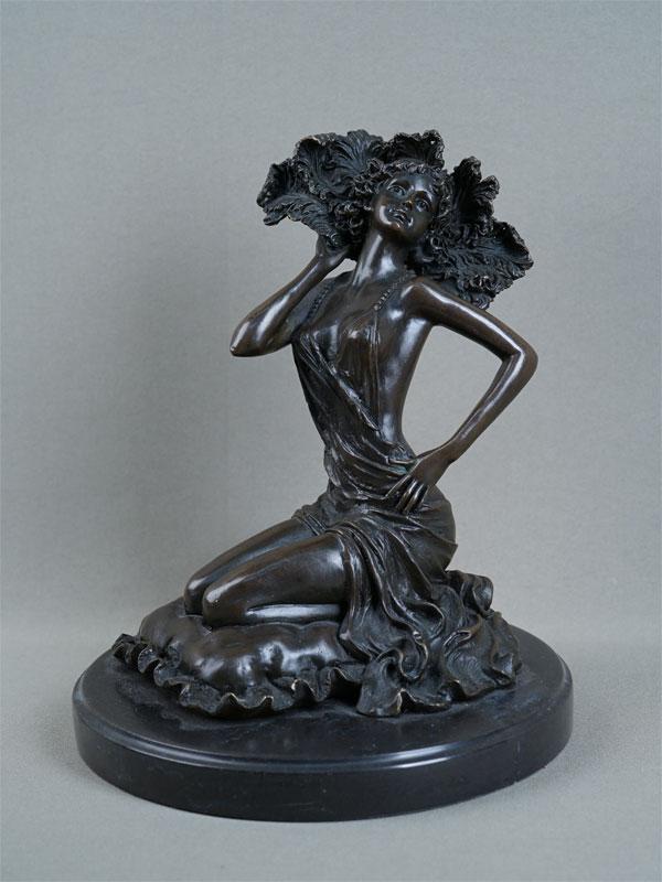 Антиквариат. «Танцовщица кабаре с веером», бронза