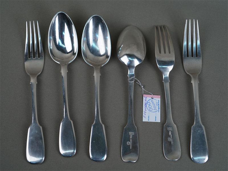 Набор: Вилки столовые (3шт.) иложки столовые (3шт.), серебро 84пробы, общий вес— 548г., клеймо «П.Овчинников»