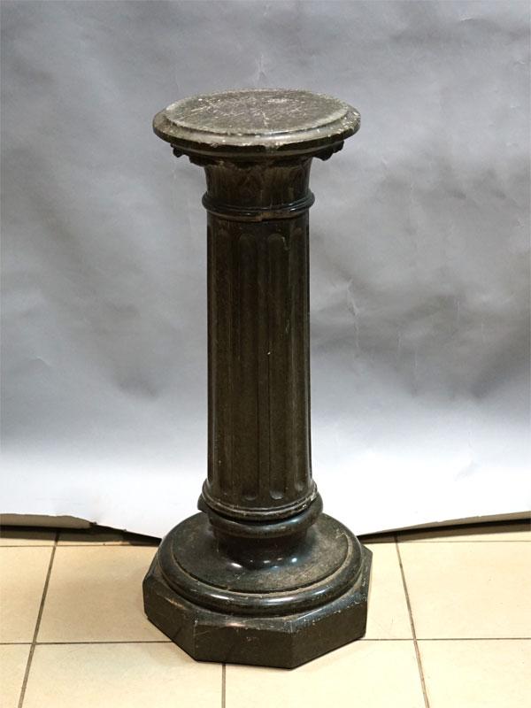 Колонна, камень, высота— 83см, диаметр— 30см (сколы)