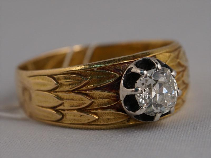 Кольцо, золото 56пробы, общий вес— 6,75г. Вставки: 1бриллиант («Старой» огр. — 0,65ct 7/8), размер кольца 19,0
