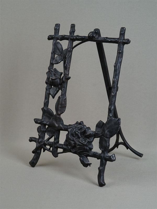 Рамка настольная для фото «Розы», чугун, литье, покраска. Кусинский завод, до1917года, работа Васенина, 27×19,5см