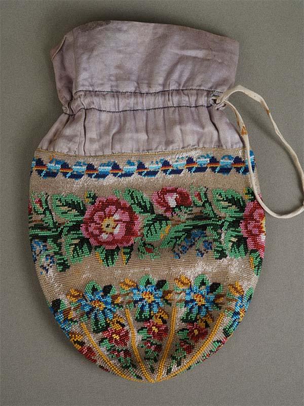 Сумочка «Цветы», бисер, XIXвек, 18×18см