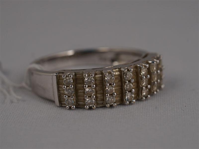 Антиквариат. Кольцо «Дорожка», золото 750 пробы, бриллиант