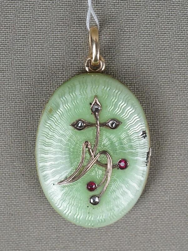 Подвеска-медальон, золото 56пробы, эмаль, общий вес— 20,4г. Вставки: 4бриллианта («Роза»); 2рубина выращенных