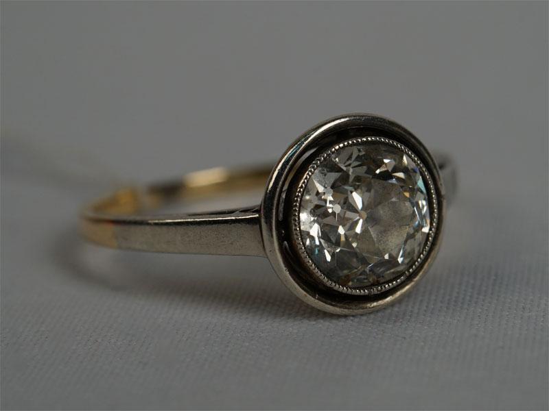 Кольцо, золото пореактиву, общий вес— 1,94г. Вставки: 1бриллиант «Старой» огр. — 1,20ct 7/8), размер кольца 16,5