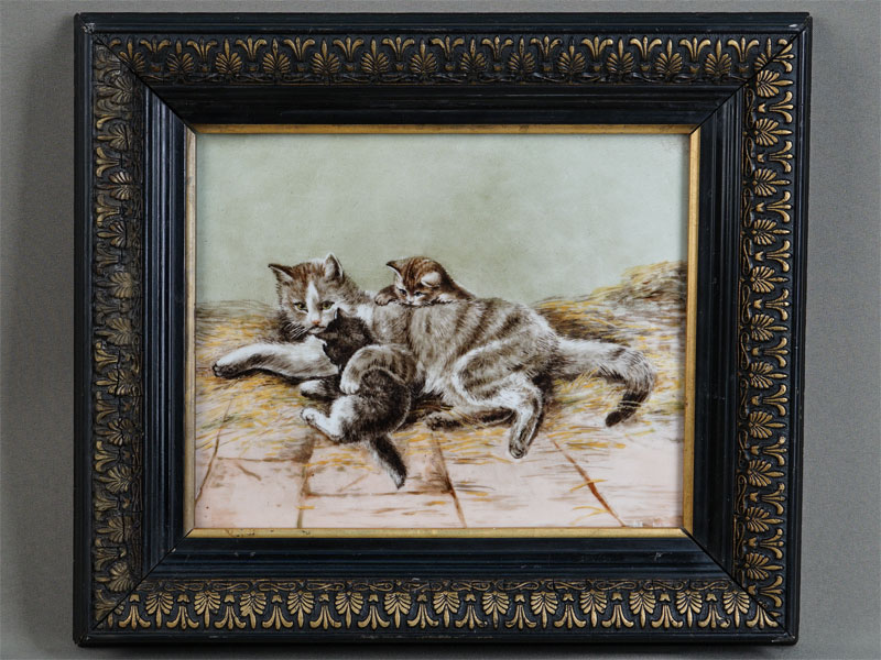 «Кошка скотятами», фарфор, живопись, подпись «М.М.», 19,5×23см