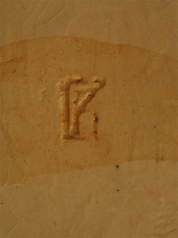 «Одинокая такса», фаянс, роспись, автор В.Губина, длина— 27см
