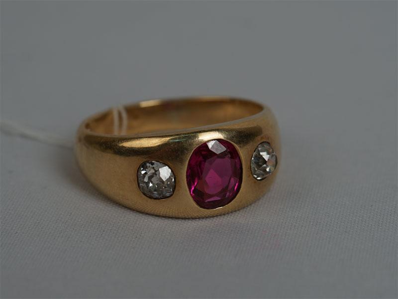 Кольцо, золото 583пробы, общий вес— 7,93г. Вставки: бриллианты (1бр «Старой» огр. — 0,25ct 4/5; 1бр «Старой» огр. — 0,23ct 4/6); 1рубин («Овал» — 0,75ct 2/2), размер кольца 17,5