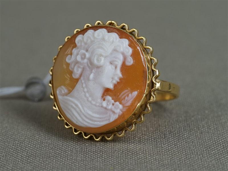 Кольцо, золото 750пробы пореактиву, камея нараковине, общий вес— 5,60г., размер 19,5