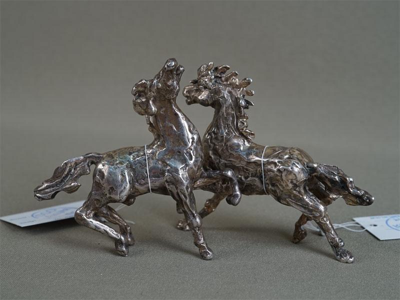 Пара скульптур «Кони», серебро пореактиву, общий вес— 288г., 7×8,5см
