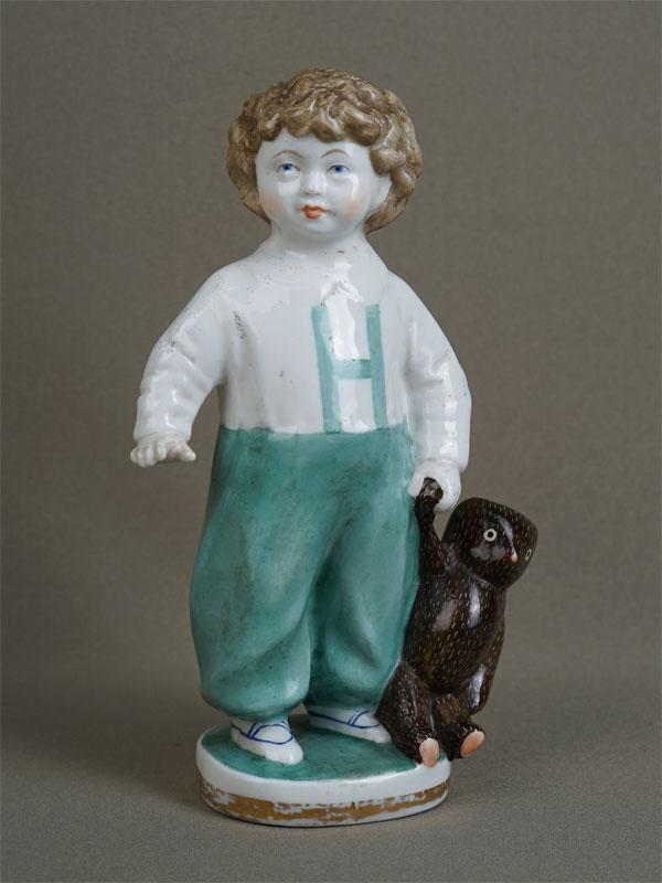 «Мальчик смишкой», фарфор, роспись. ЛФЗ, первый выпуск, 1947год, автор М.Холодная, высота— 20см