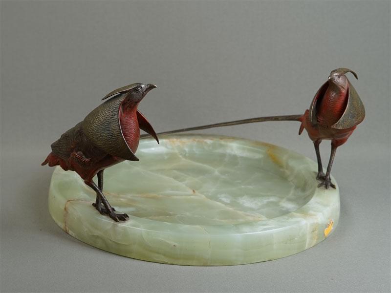 Визитница встиле ар-деко «Два фазана», «венская» бронза, оникс, начало XXвека, диаметр— 30см