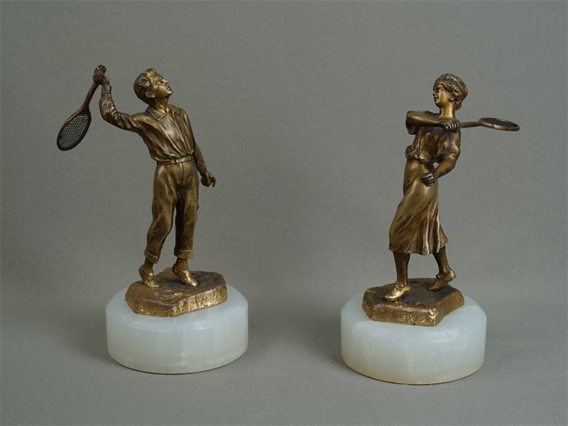 Пара фигур «Теннисисты», бронза, оникс. Западная Европа, конец XIX — начало XXвека, высота— 18см