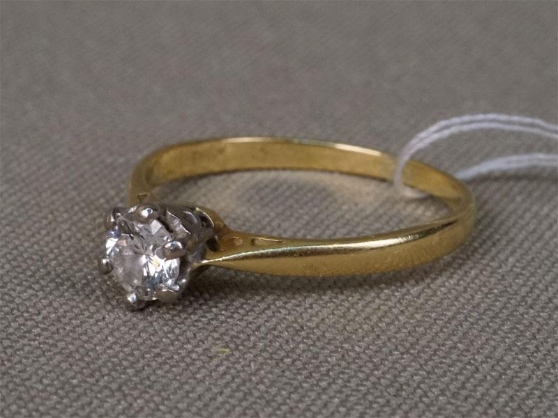 Кольцо, золото пореактиву, общий вес— 1,96г. Вставки: 1бриллиант (Кр57— 0,35ct 7/7a). Размер 17,0