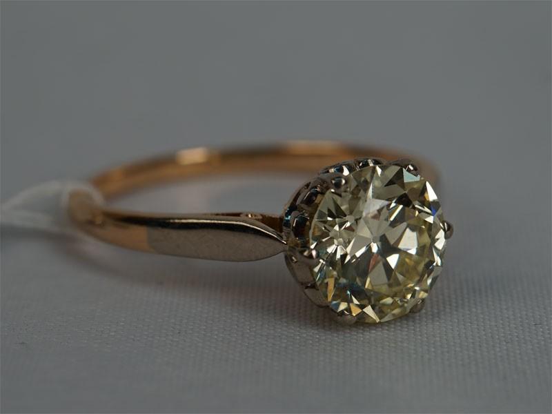 Кольцо, золото 583пробы, общий вес— 2,96г., размер 18,5.  Вставки: 1бриллиант («Старой» огр. — 2,01ct 8-4/6). размер 18,5. Экспертиза.