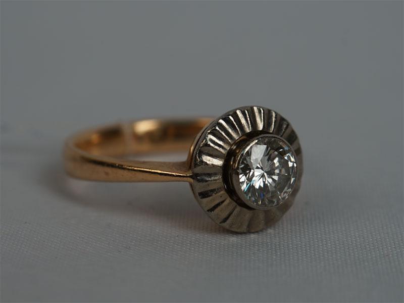 Кольцо, золото 583пробы, общий вес— 4,1г., размер 16,5. Вставки: 1бриллиант (Кр57— 0,58ct 6/7). Размер кольца 16.5.