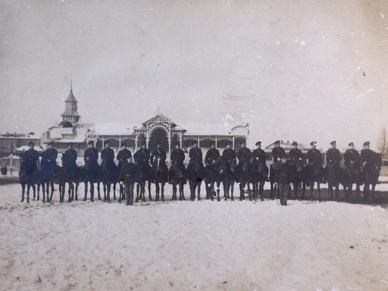 Фото напаспарту. Рота Донских казаков наплацу перед парадом. Около 1900года. 17×12см.