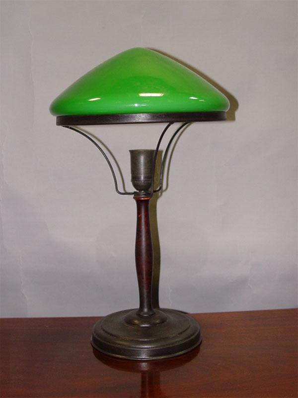 Антиквариат. Лампа настольная. зеленый абажур