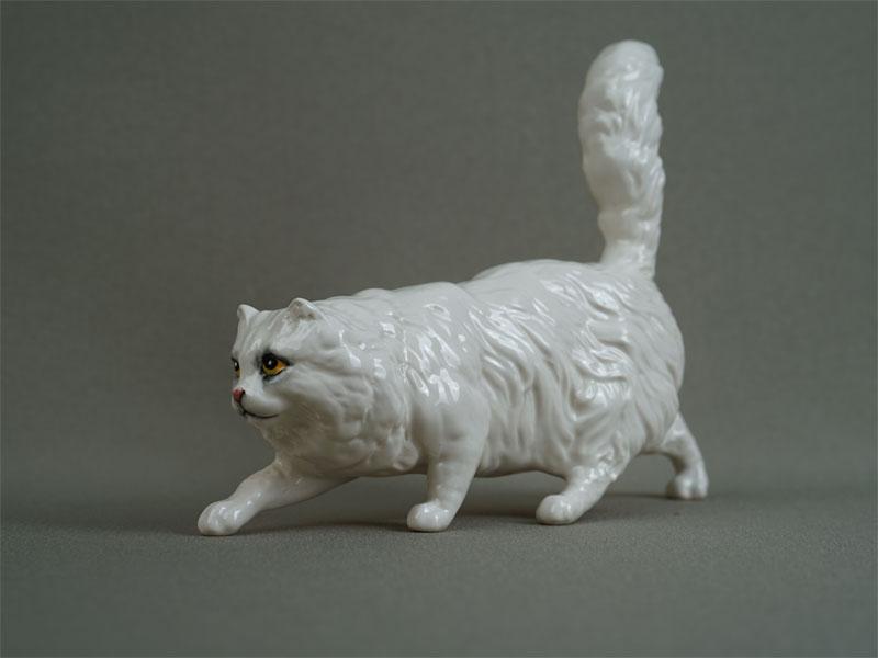 «Крадущаяся кошка», фарфор, роспись. Англия, Royal Doulton, вторая половина XXвека, длина— 18см