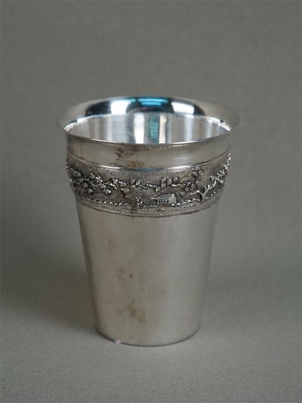 Стакан, серебро 875пробы, общий вес— 90,75г. Вьетнам, середина XXвека, высота— 7,5см