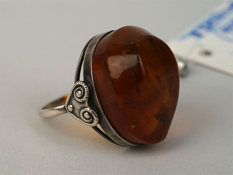 Кольцо, серебро 875пробы, прессованный янтарь, общий вес— 7,11г. Размер 17,5.