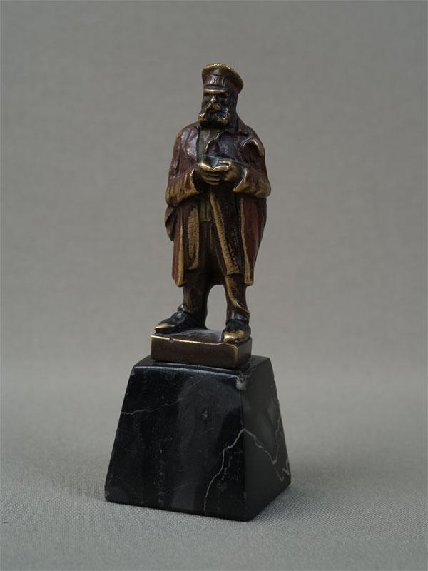 Антиквариат. скульптура «персонаж с книгой», бронза