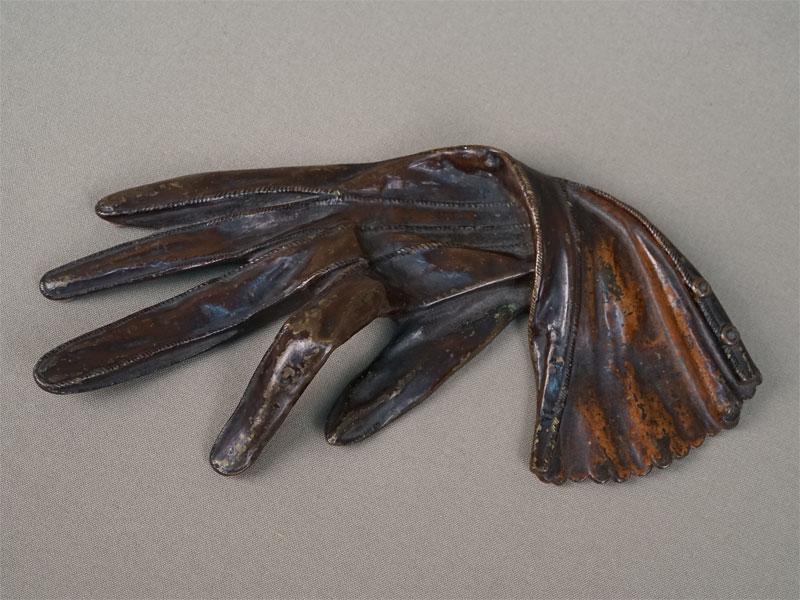 Антиквариат. Пресс-папье «Дамская перчатка», бронза