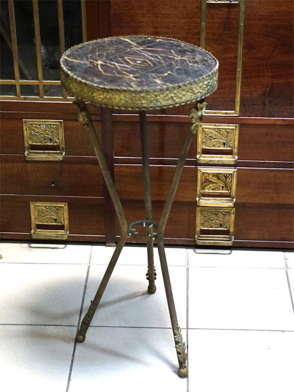 Столик — жардиньерка, бронза, камень, начало XXвека, высота— 80см, диаметр— 36см