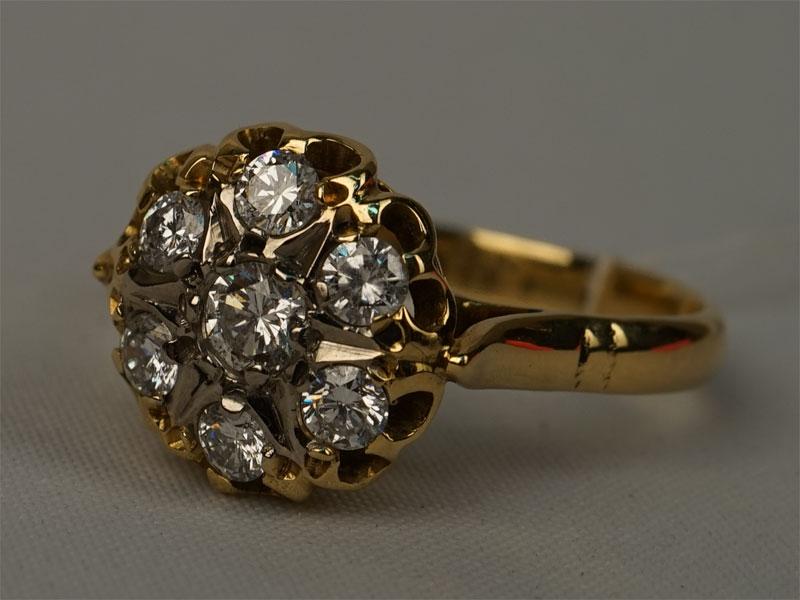 Кольцо, золото 750пробы, общий вес— 4,94г. Вставки: 7бриллиантов (Кр57— 0,68ct 4/5-6). Размер 17,5.