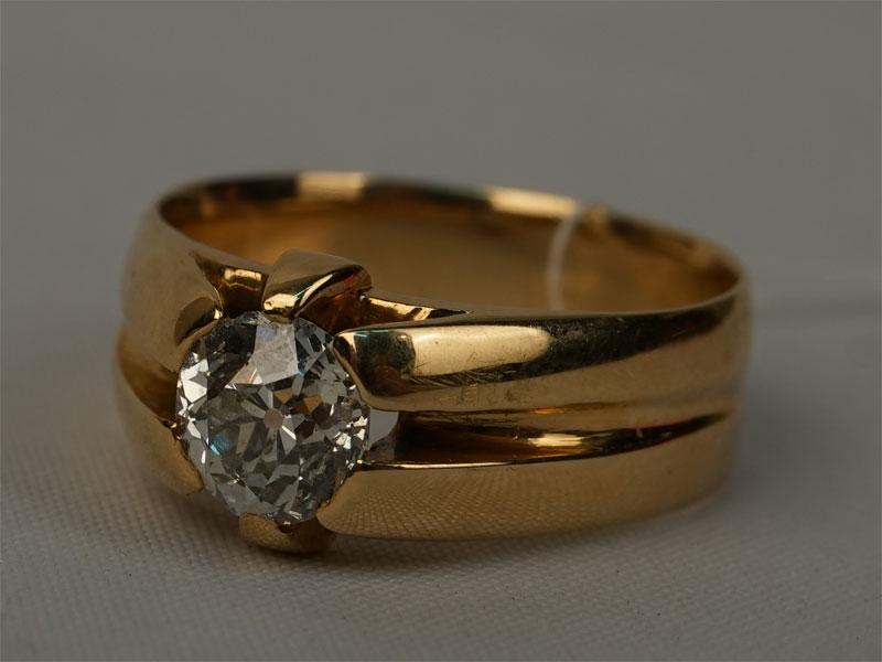 Кольцо, золото 750пробы, общий вес— 6,41г. Вставки: 1бриллиант («Старой» огр. — 0,90ct 6/8). Размер 17,5.