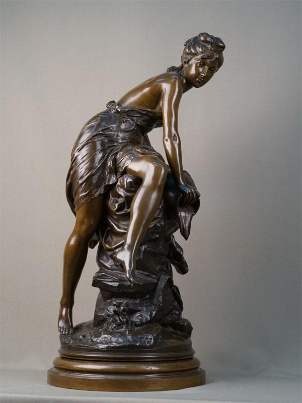 Антиквариат. «Источник», бронзовая скульптура обнаженная девушка