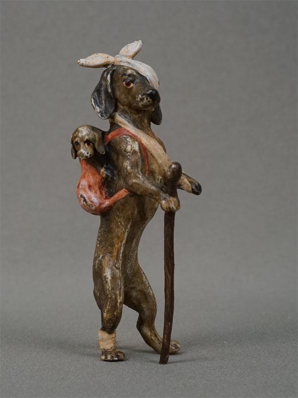 «Такса — попрошайка», венская бронза, высота— 8,5см, конец XIX — начало XXвека