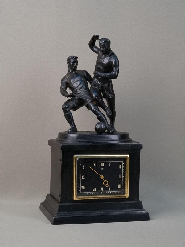 Часы настольные «Футболисты», чугун, литье, покраска. Касли, 1964год, высота— 32,5см