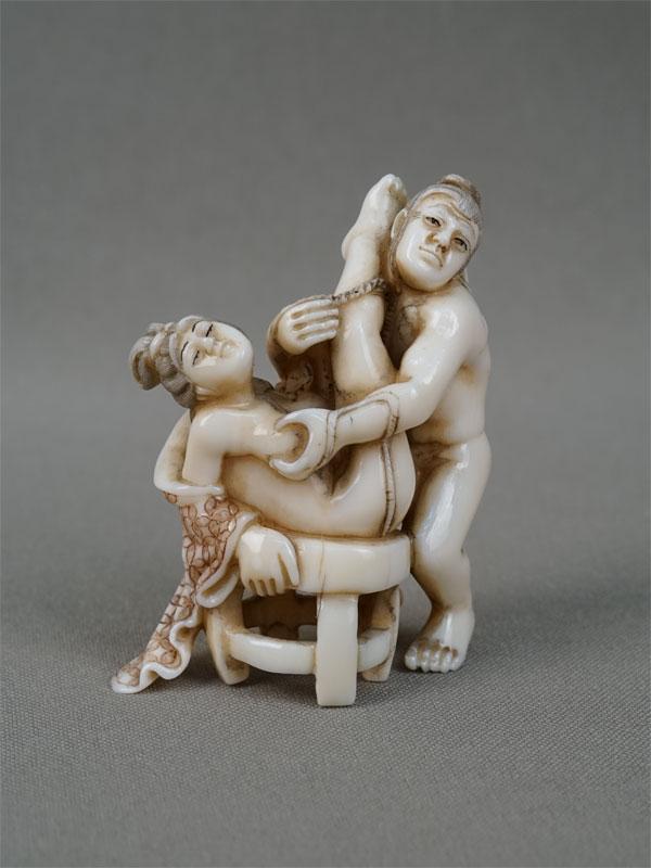 Нэцкэ «Эротика», кость, резьба. Япония, начало XXвека, высота— 5,5см