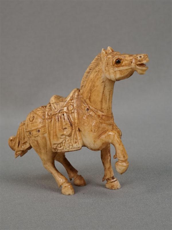 «Лошадь», кость, резьба. Китай, середина XXвека, длина— 9см