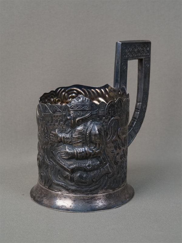 Подстаканник врусском стиле «Садко», серебро 84пробы, общий вес— 165,91г.