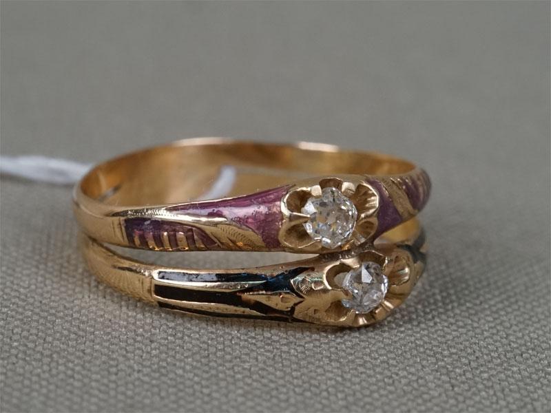 Кольцо, золото 56пробы, эмаль, общий вес— 2,70г. Вставки: 2бриллианта («Старой» огр. — 0,22ct 4/7). Размер кольца 18.