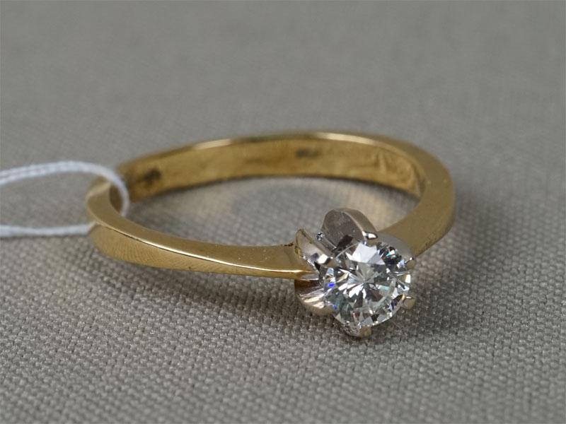 Кольцо, золото 750пробы, общий вес— 3,66г. Вставки: 1бриллиант (Кр57— 0,40ct 7/7). Размер 18.