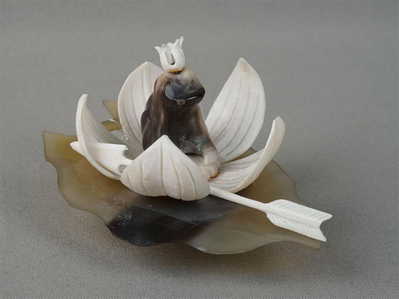 «Царевна-Лягушка сострелой», кость, рог, 1960-е годы, высота— 8см