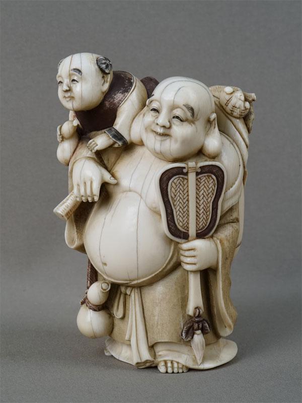 Окимоно «Хотей икарако», кость, резьба. Япония,  конец XIX — начало XXвека, высота— 13,5см