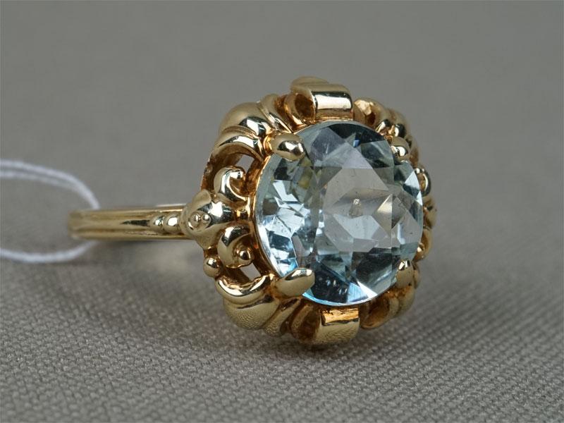 Кольцо, золото 585пробы, общий вес— 3,47г. Вставки: аквамарин («Круг» — 2,40ct). Размер кольца 16,5.