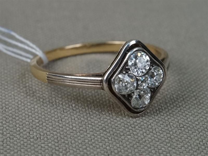 Кольцо, золото 583, серебро 875пробы, общий вес— 1,64г.  Вставки: 4бриллианта («Старой» огр. — 0,41ct 4/5-6) .Размер кольца 17.