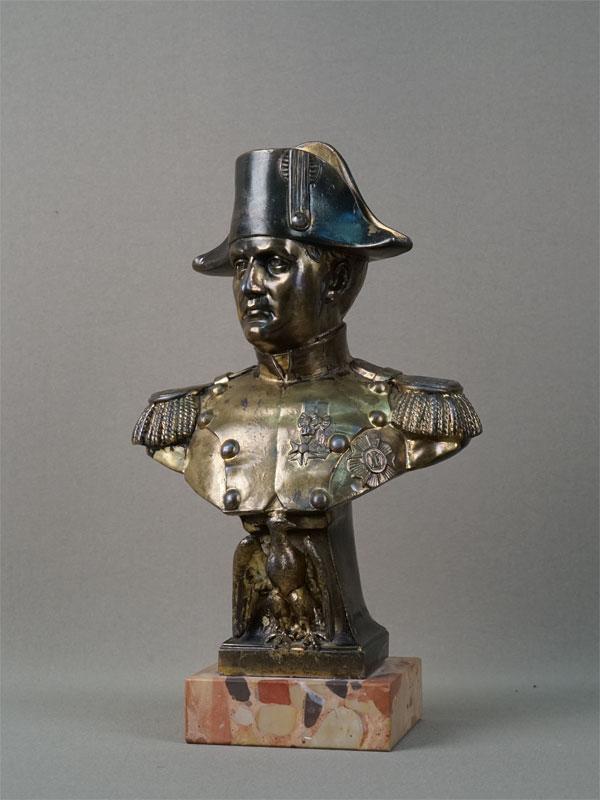 Бюст «Наполеон I», бронза, литье, патинирование, золочение, постамент мрамор. Франция, Париж, начало XXвека, автор модели A. Jourdan, высота— 28см