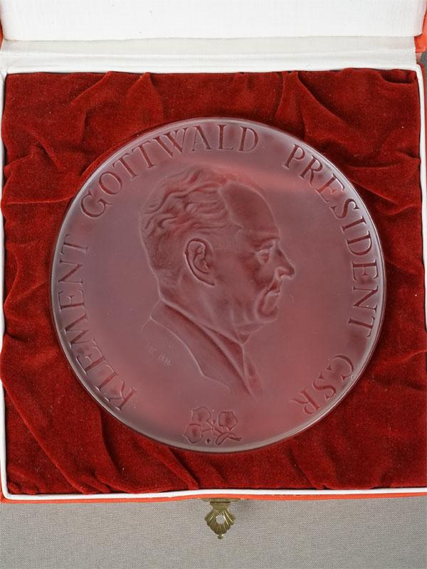 Антиквариат. Настольная медаль Чехословакия Готвальд
