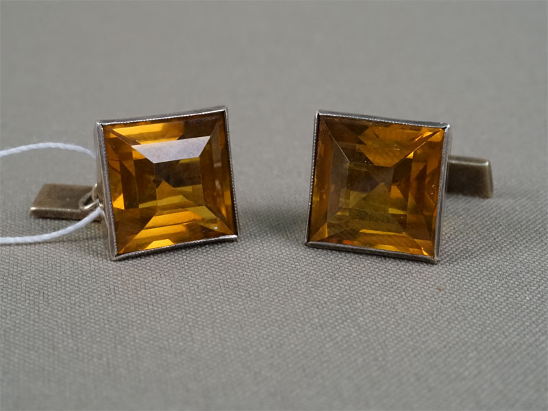 Запонки, серебро 875пробы, выращенный желтый корунд, общий вес— 12,54г.