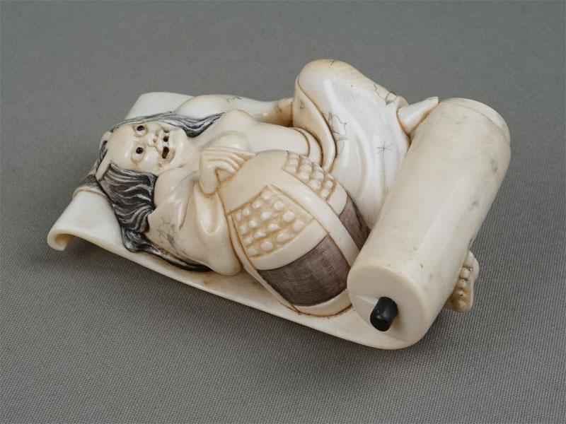 Окимоно (пресс-папье) «Киёхиме», кость, резьба. Япония, конец XIXвека, длина— 10,5см