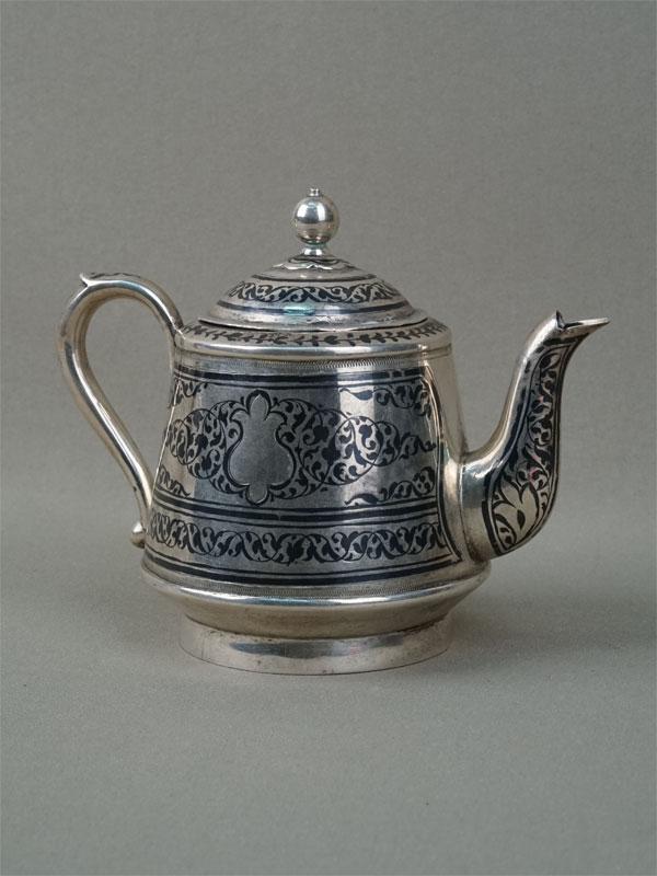 Чайник заварочный, серебро 875пробы, позолота внутри, чернь, общий вес— 197г., высота— 11см