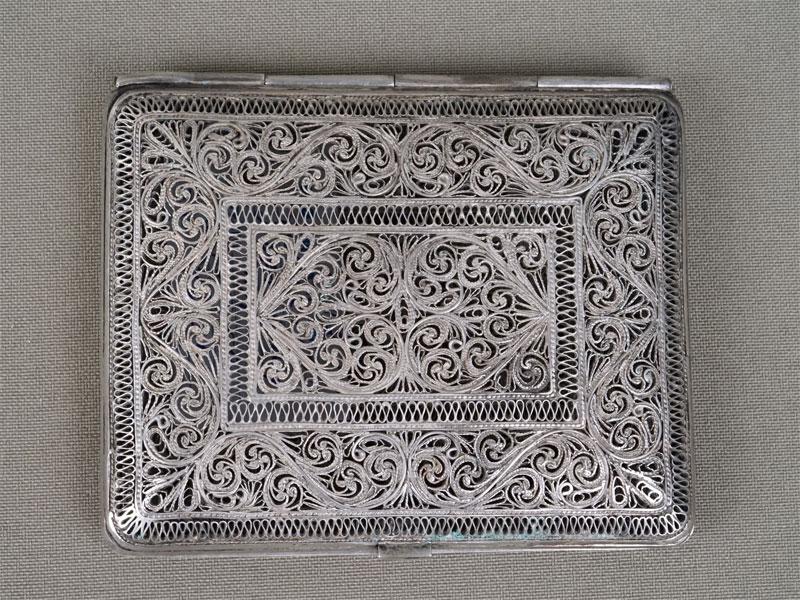 Портсигар, серебро пореактиву, скань, общий вес— 105,59г.,  8,3×6,5см