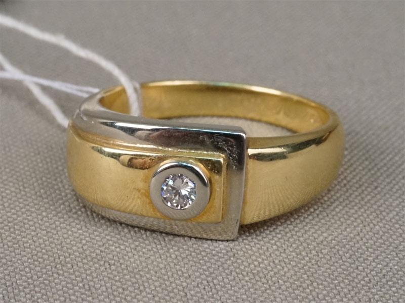 Кольцо, золото 750пробы, общий вес— 11,32г. Вставки: 1бриллиант (Кр57— 0,14ct 5/4).Размер кольца 20.